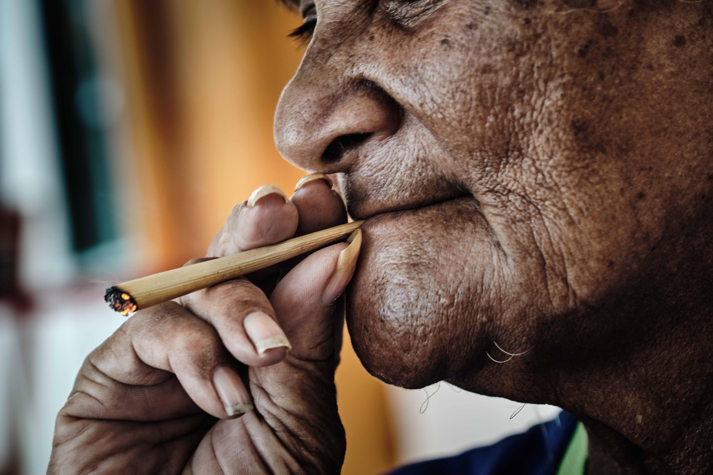 Употреблять табачные изделия купить кубинские сигареты cohiba